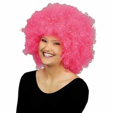 Goedkoop roze afro krulpruik lucy carnavalskleding