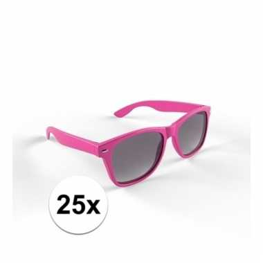 Goedkoop x zonnebril kunststof roze montuur volwassenen carnavalskled